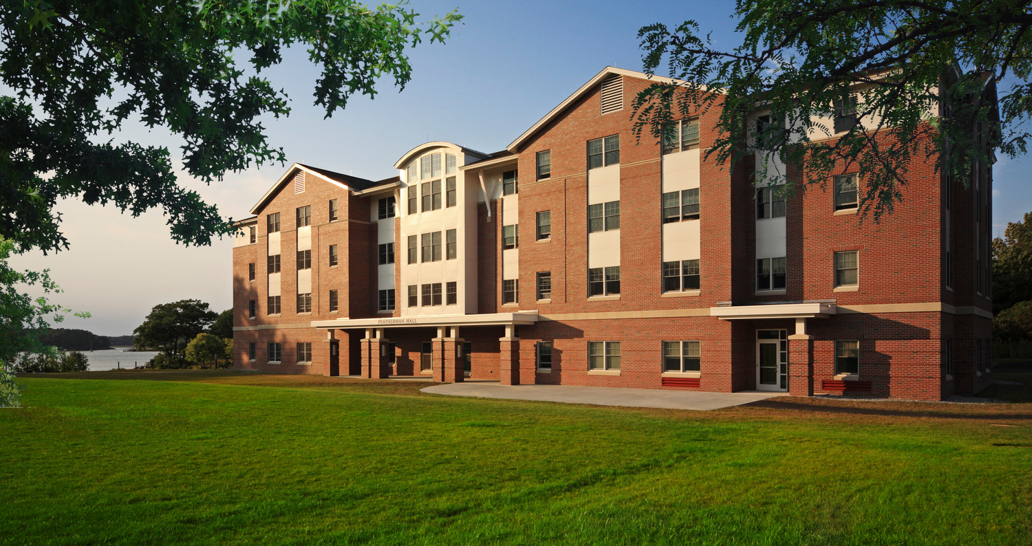 This facility brings the freshmen class together with upperclassmen housed in neighboring existing residence halls, creating a complete campus experience.
